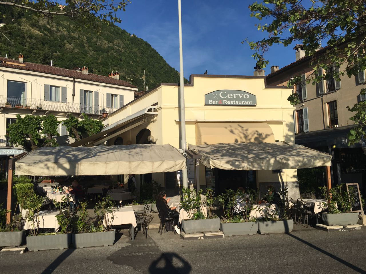 Restaurant Cervo in Como, with terrace on the lake